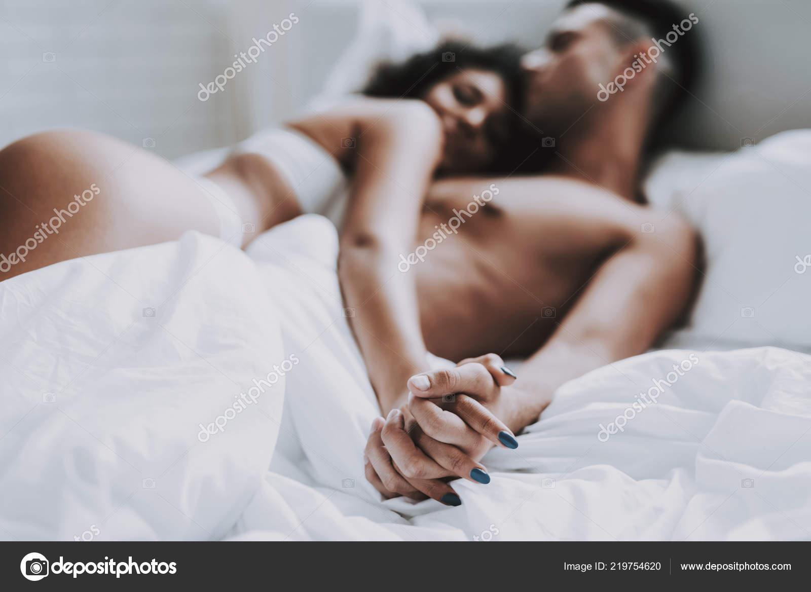 Интимное секс фото молодой пары галерея больших