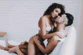 Photo Young Beautiful Couple in Underwear Lying on Bed. Handsome Man Kissing Attractive Woman. Passionate Romantic Couple about to have Sex at Home. Passion, Intimate Relationship and Love Concept