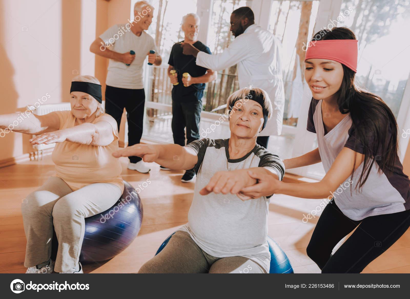 Упражнения на дому пожилых благотворительный концерт в доме престарелых сценарий