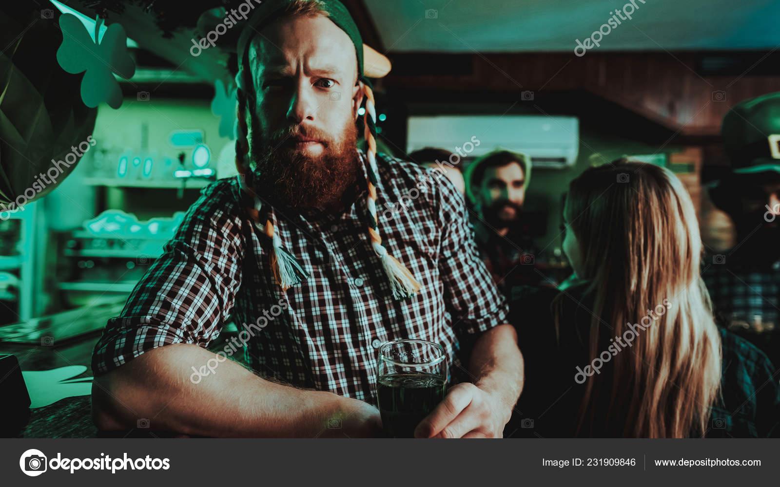 Alleine in eine bar als mann