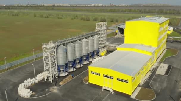 Általános terv, a vállalkozás légi rálátása a gabona termelésére és tárolására. Az üzem területének légi felmérése. Olajrepce és egyéb gabonafélék tárolására szolgáló komplex, agrárvállalkozás