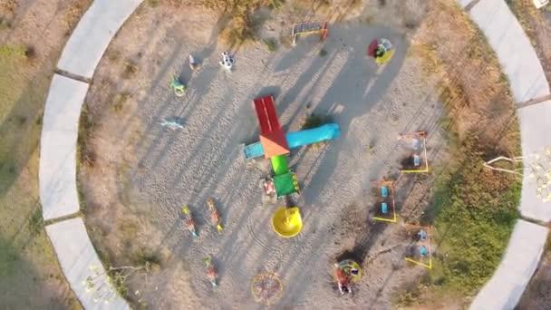 shora zobrazit záběry dětského hřiště