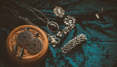 Vintage mix style accessorize. Women's fashionable details for outfits