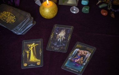 Tarot büyüsü, aşkı çeken, insan, damat, evlilik mistik özellikler, kendi mutluluğu için sihir. Esrarengiz kavram