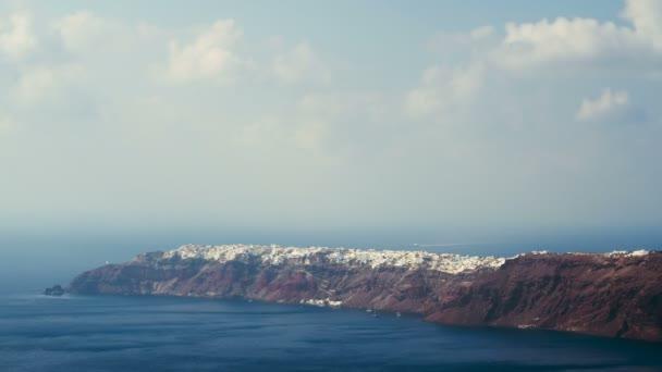 Vesnice Oia na řeckých ostrovech na Santoríni