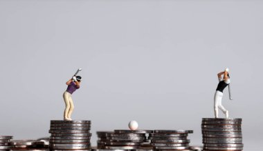 Coins and miniature golfers. The concept of golf betting.