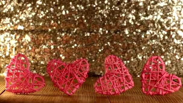 schöne rosa Herz Rattan Herz auf glänzendem Hintergrund