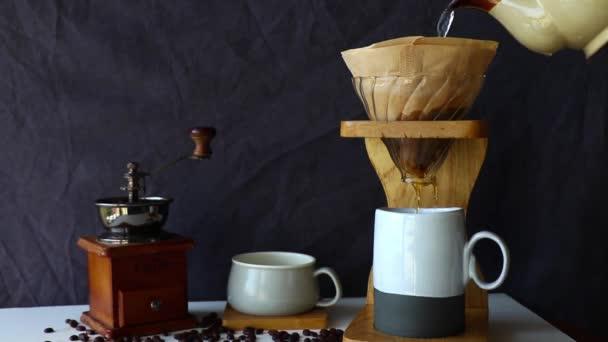 Fekete öntsük át a kávé meghajlás