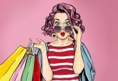 Erstaunliche junge sexy Frau in Brille mit Einkaufstaschen im Comic-Stil. Pop-Art-wow-Mädchen. Werbeplakat mit überraschtem Magazin-Cover weibliches Model.