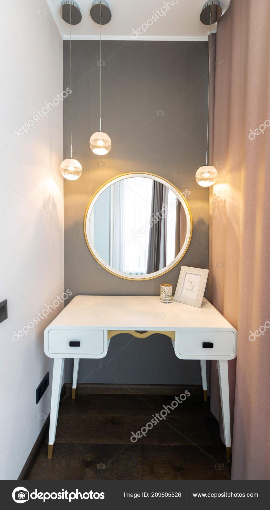 Konsole Spiegel Fur Make Modernen Zimmer Stockfoto