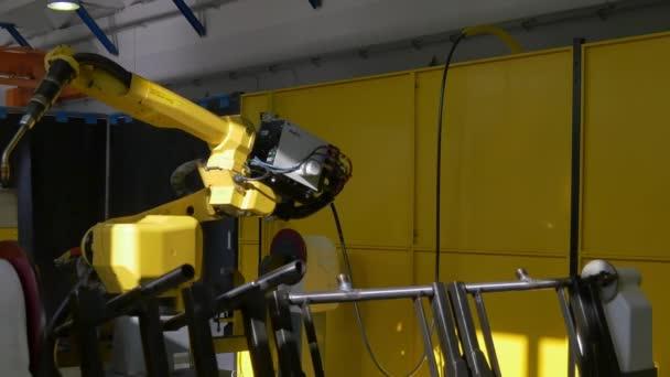Metall-Eisen Laser Argon Schweißen auf industrielle CNC-Maschine im Werk.
