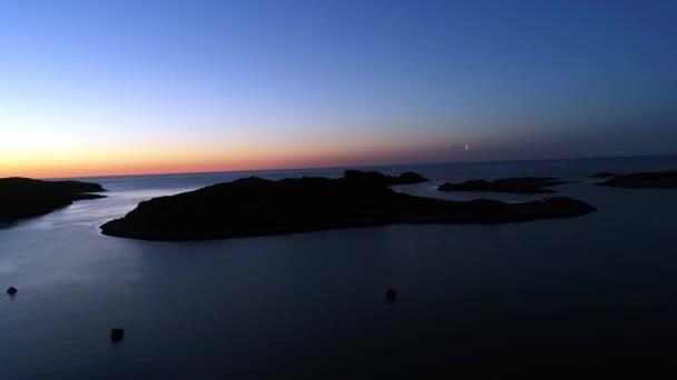 Légi táj a háttérben a naplemente a STT Dalniye-Zelentsy.