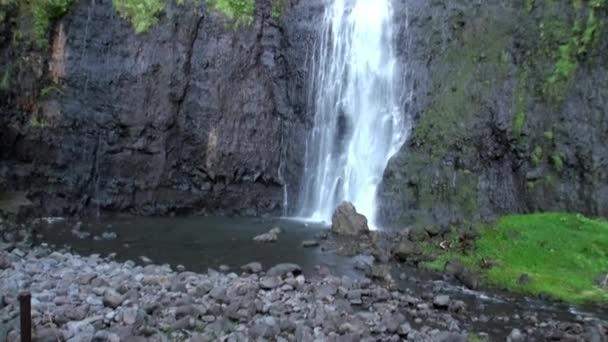 Fautaua vodopád ve Francouzské Polynésii na ostrově Tahiti.