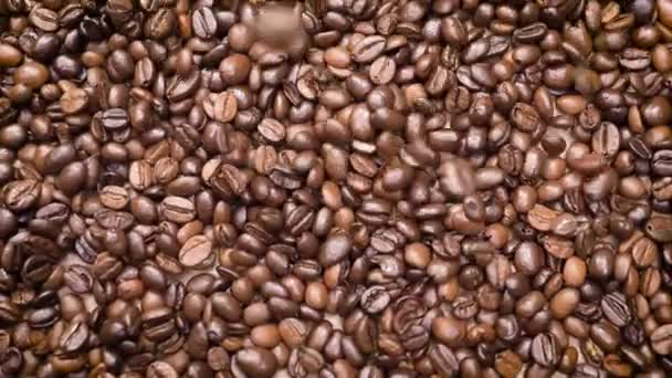 Pörkölt kávébab közelről a Pile-re esve