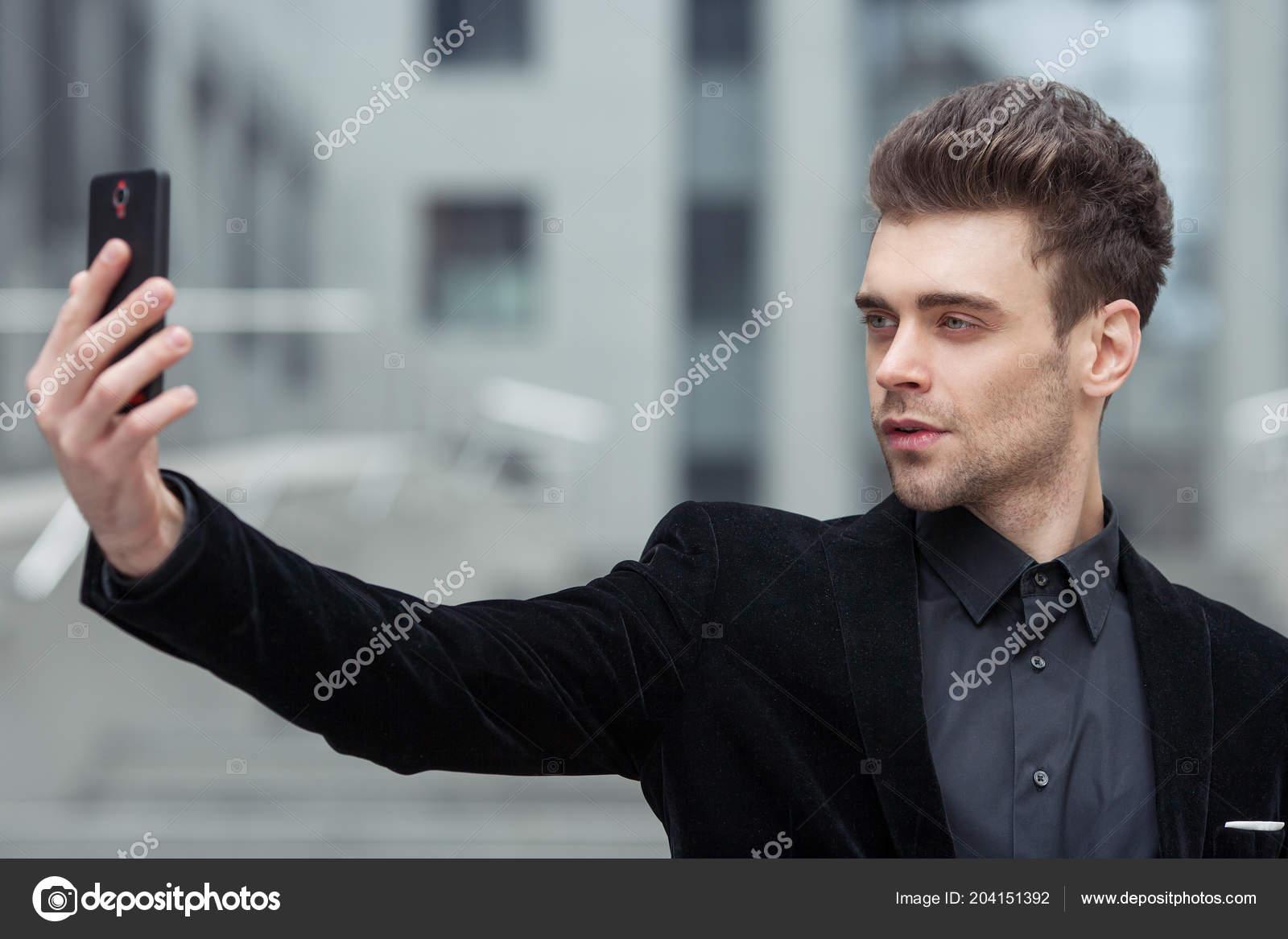 Uomo Moderno Facendo Autoritratto Telefono Sullo Sfondo Del Business