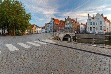 Bruges. Canal Spiegel Rei.