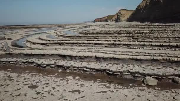 Kilve pláž proslulá tím, že je Jurské pobřeží na Bristol Channel
