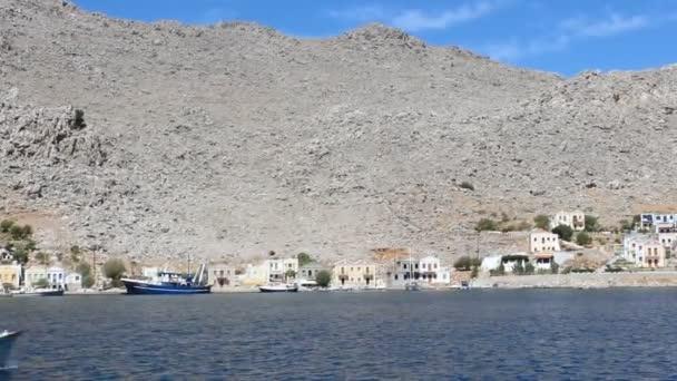 scénické záběry Plachtění v Řecku podél pobřeží