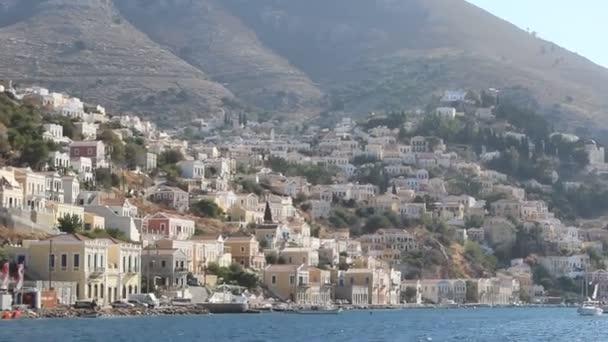 Szenische Aufnahmen vom Segeln in Griechenland entlang der Küste