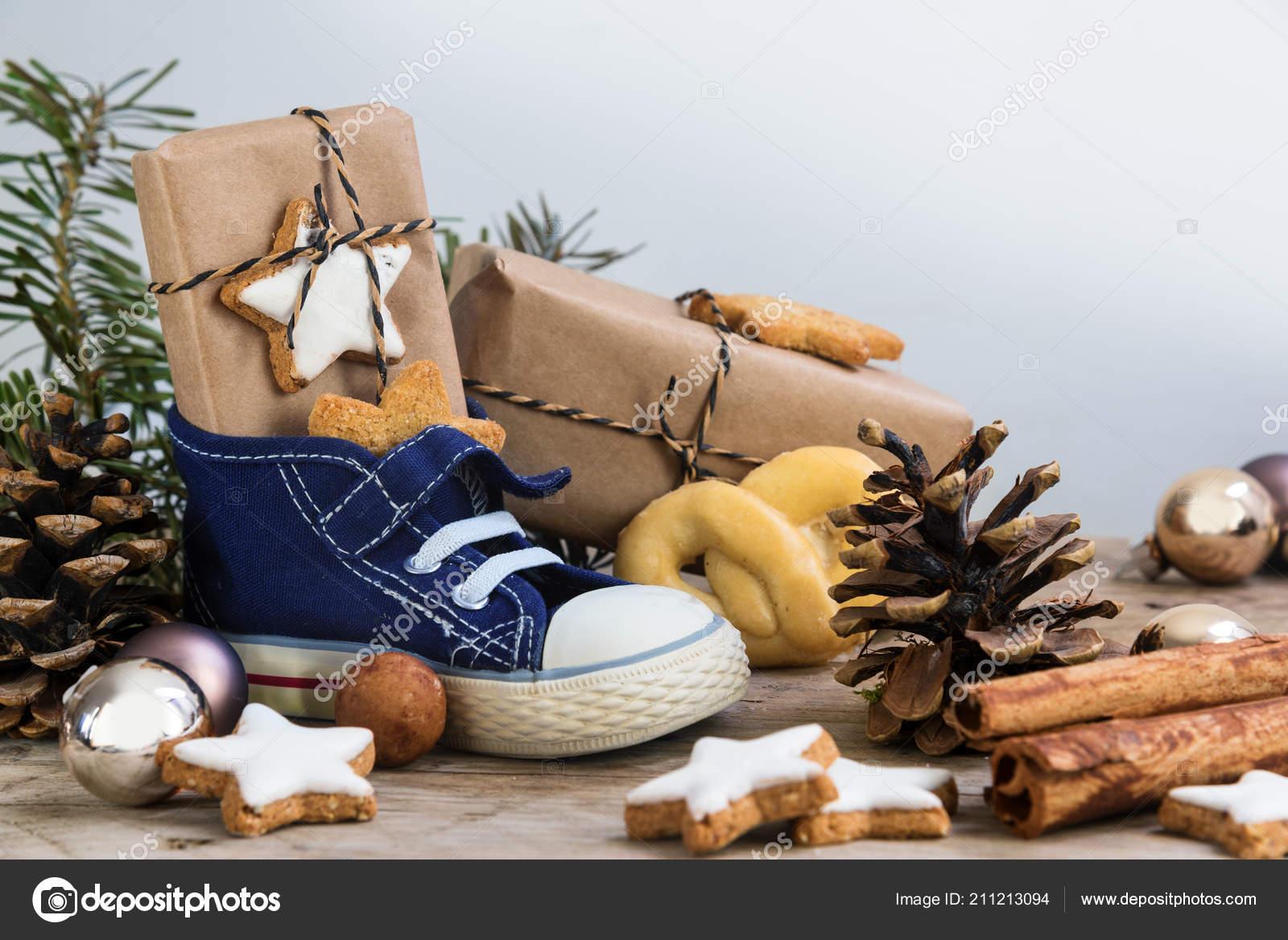 Decorazioni In Legno Per Bambini : Scarpe bambini con dolci regali decorazioni natale rustico legno