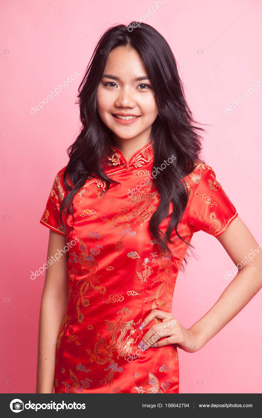 4893d8ea4 Cute Asian Girl Chinese Red Cheongsam Dress Pink Background — Stock Photo