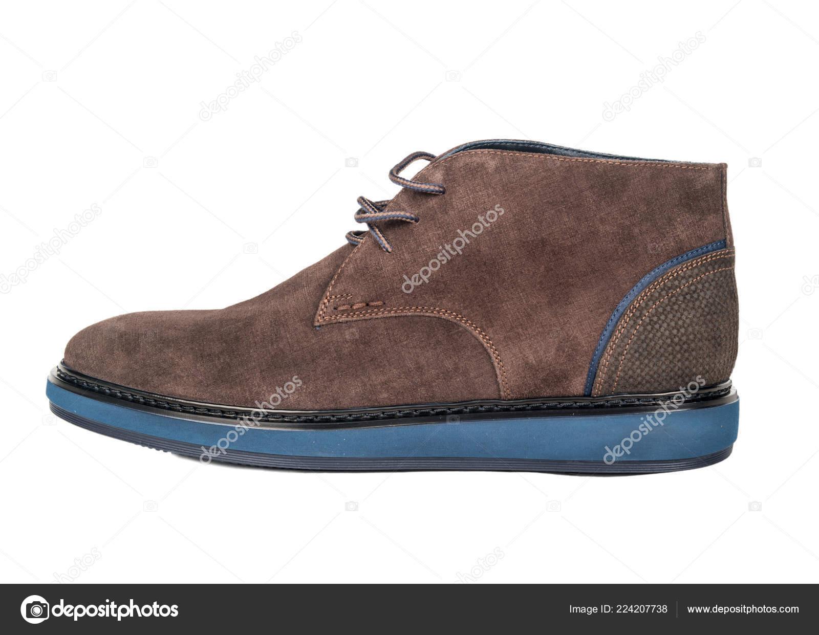 00c272e233c Zapatos Ante Marrón Para Hombre Sobre Fondo Blanco — Foto de stock ...