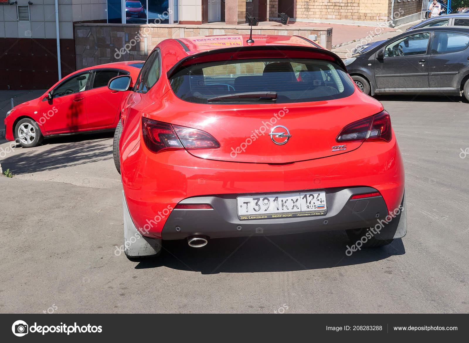 krasnojarsk russland august 2018 opel astra gtc rot sportwagen ist