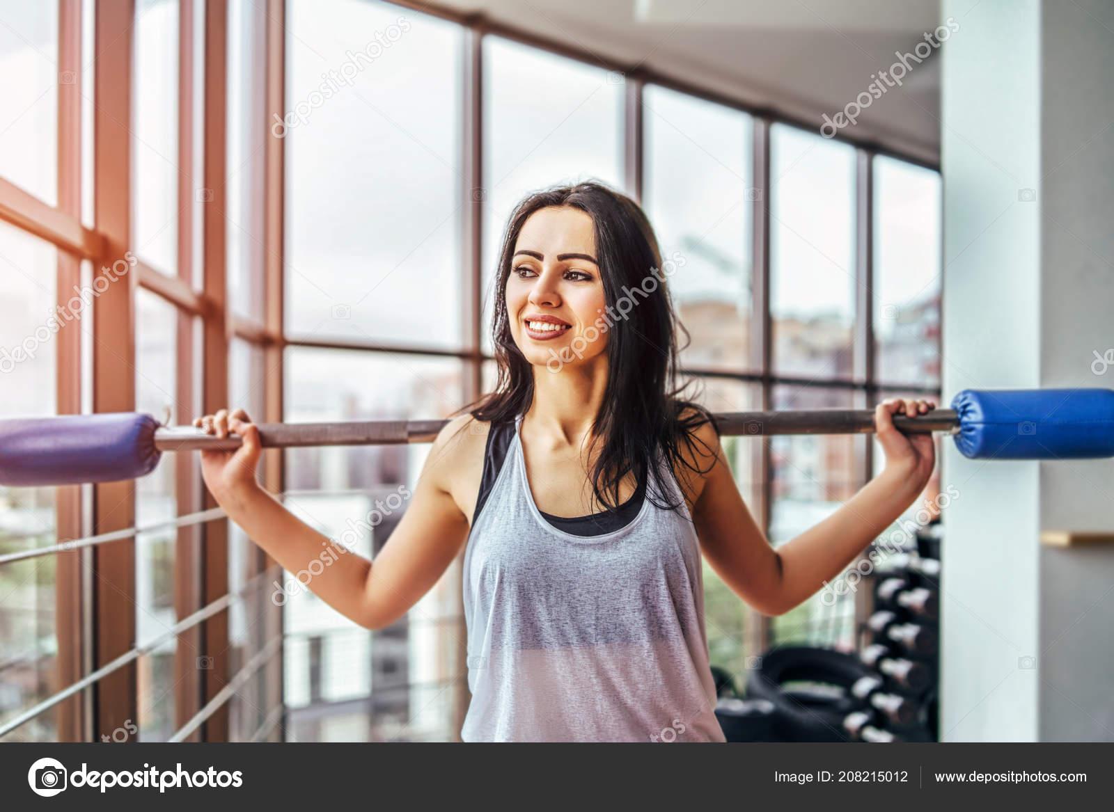 Seance Entrainement Femme Assez Sportive Jeune Dans Salle Gym
