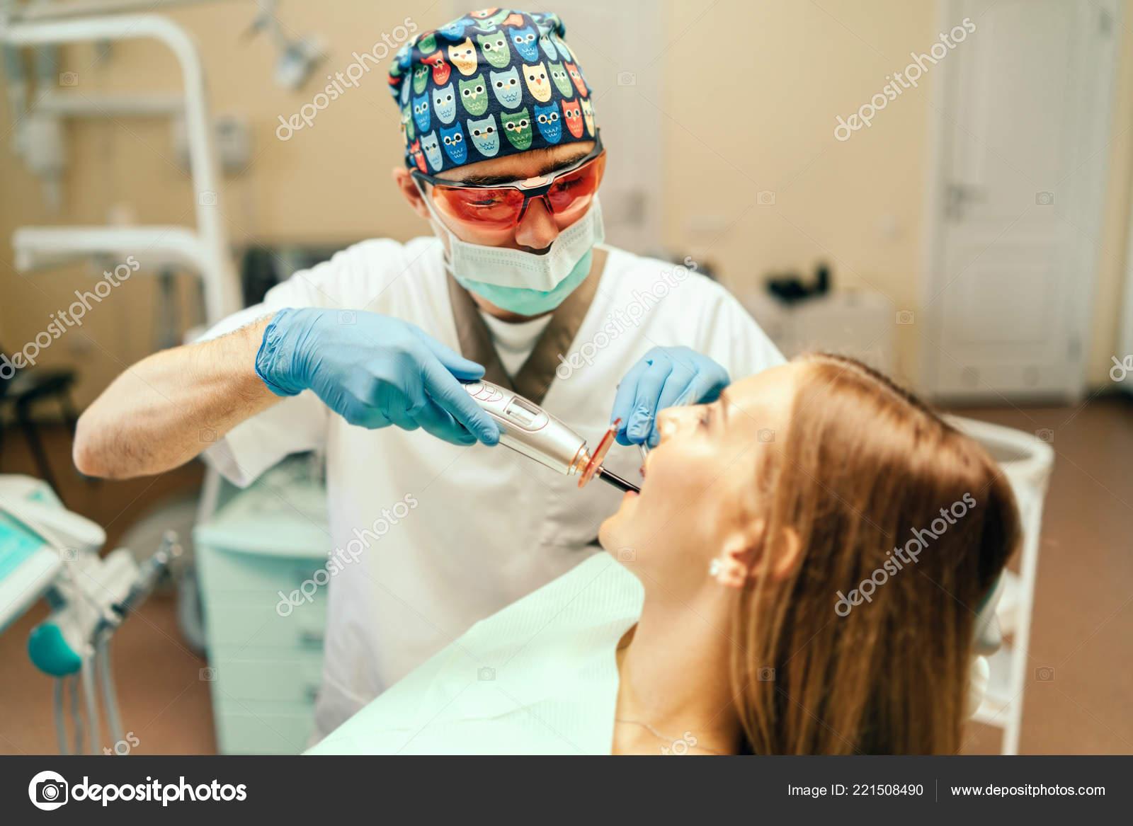 Стоматолог усыпил и трахнул кори смотреть онлайн, Стоматолог усыпил кори и трахнул Поебушки. Ком 29 фотография
