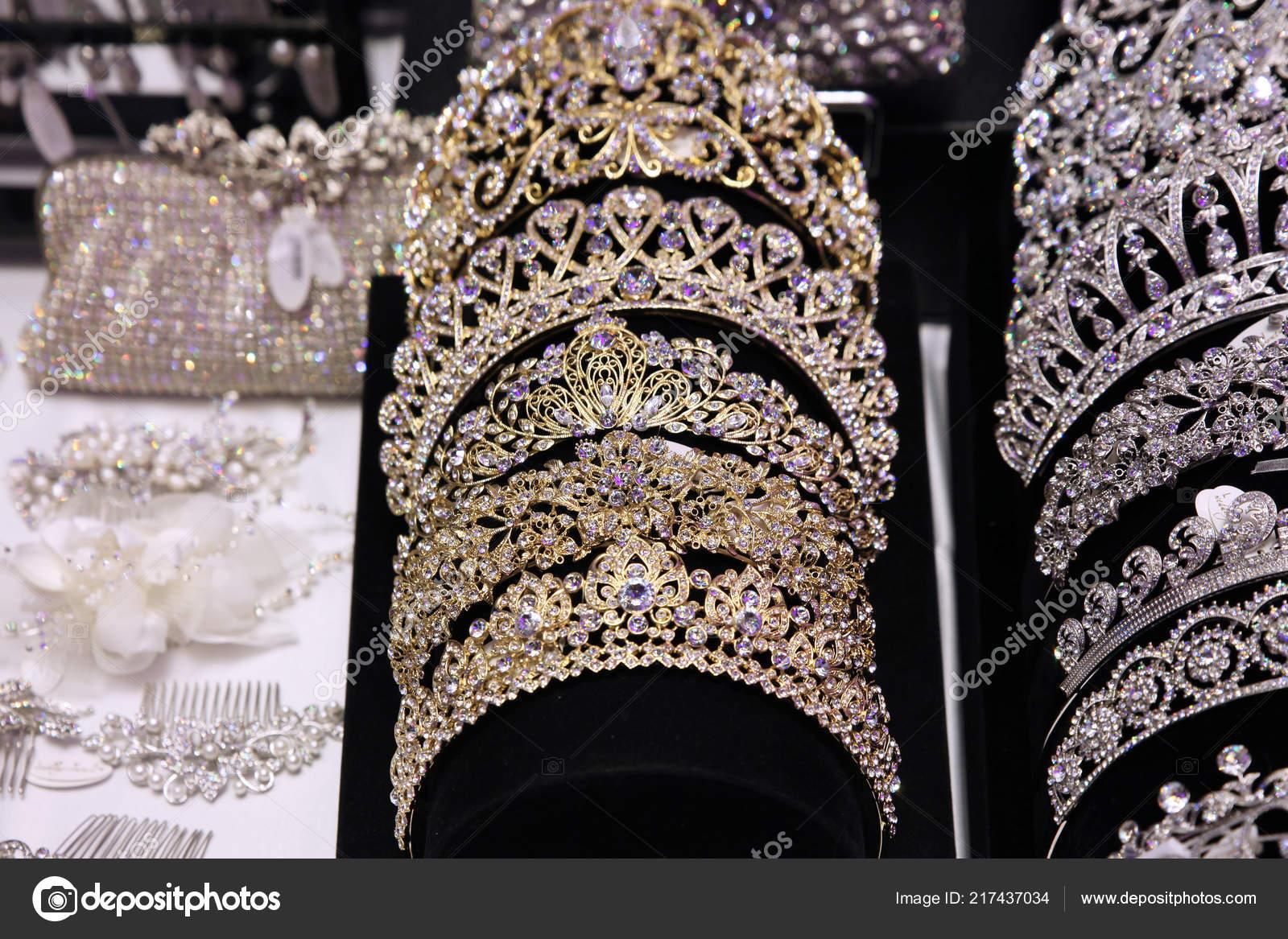 0c1db9f2ec Τιάρες Και Κορώνες Κοσμήματα Για Την Νύφη Γάμος — Φωτογραφία Αρχείου ...