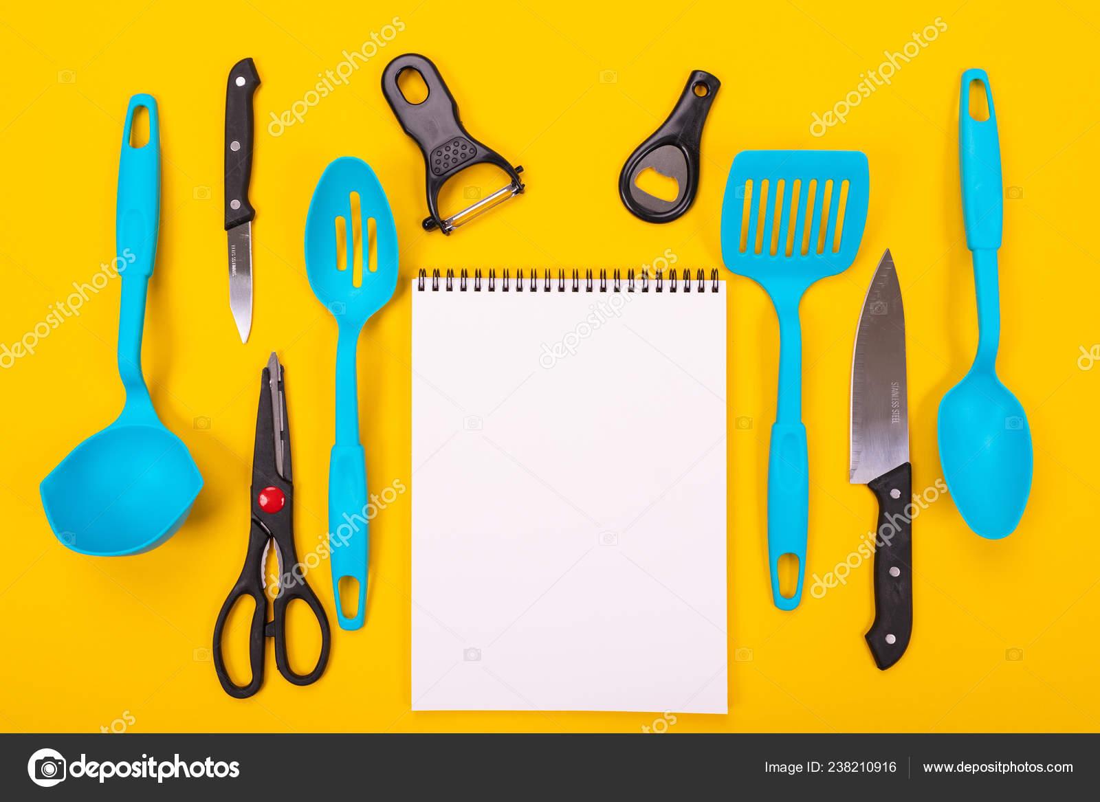 Concepto de diseño de utensilios de cocina aislada sobre fondo ...