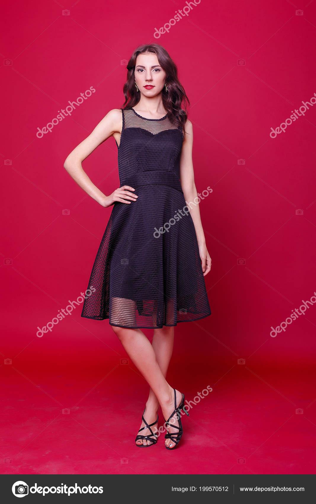 Jeune Mode Concept Cocktail Style Personnes Belle Femme Robe Noire YyIbf76gv