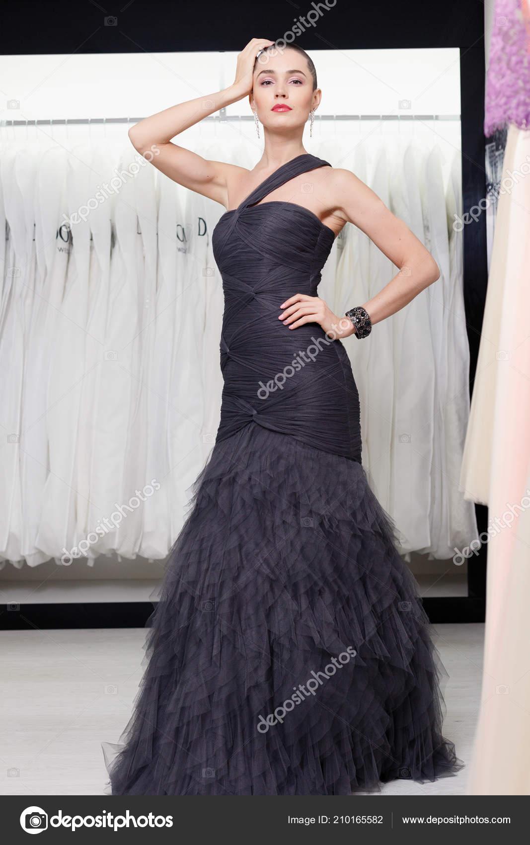 5fbeaaf603 Exotic Woman Short Hair Beauty Style Portrait Fashion Girl Posing ...