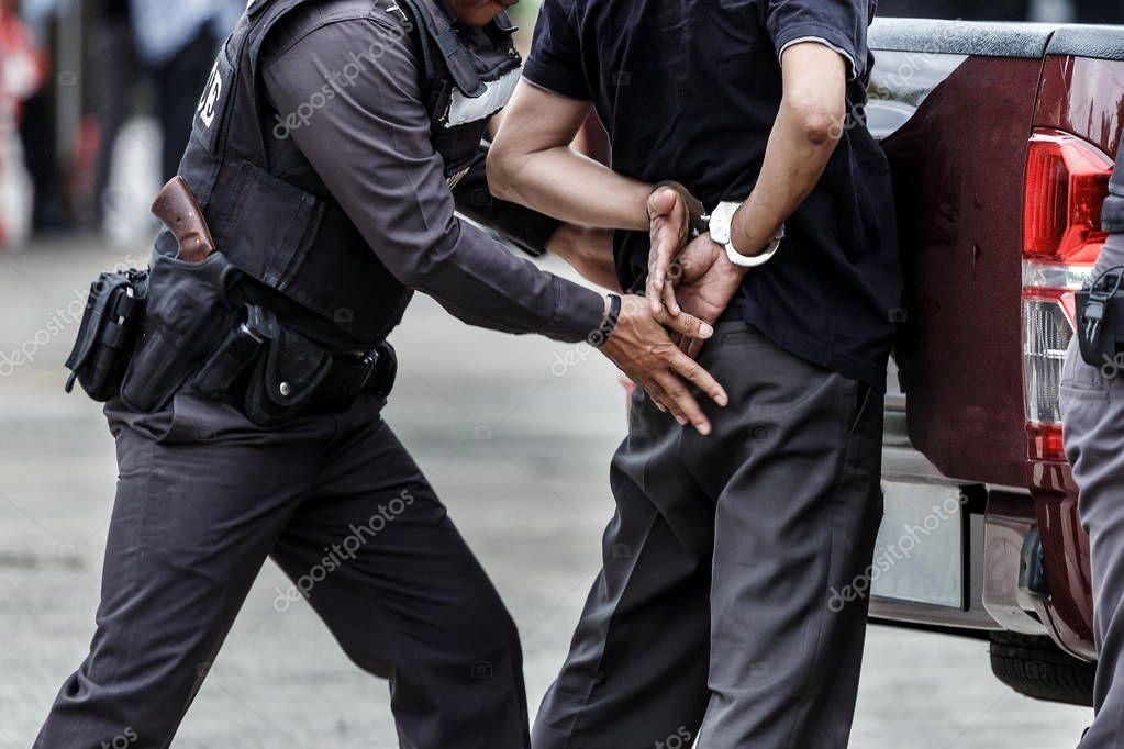 шутник перепрыгивает через полицейские и арестовывают его задницу - 12