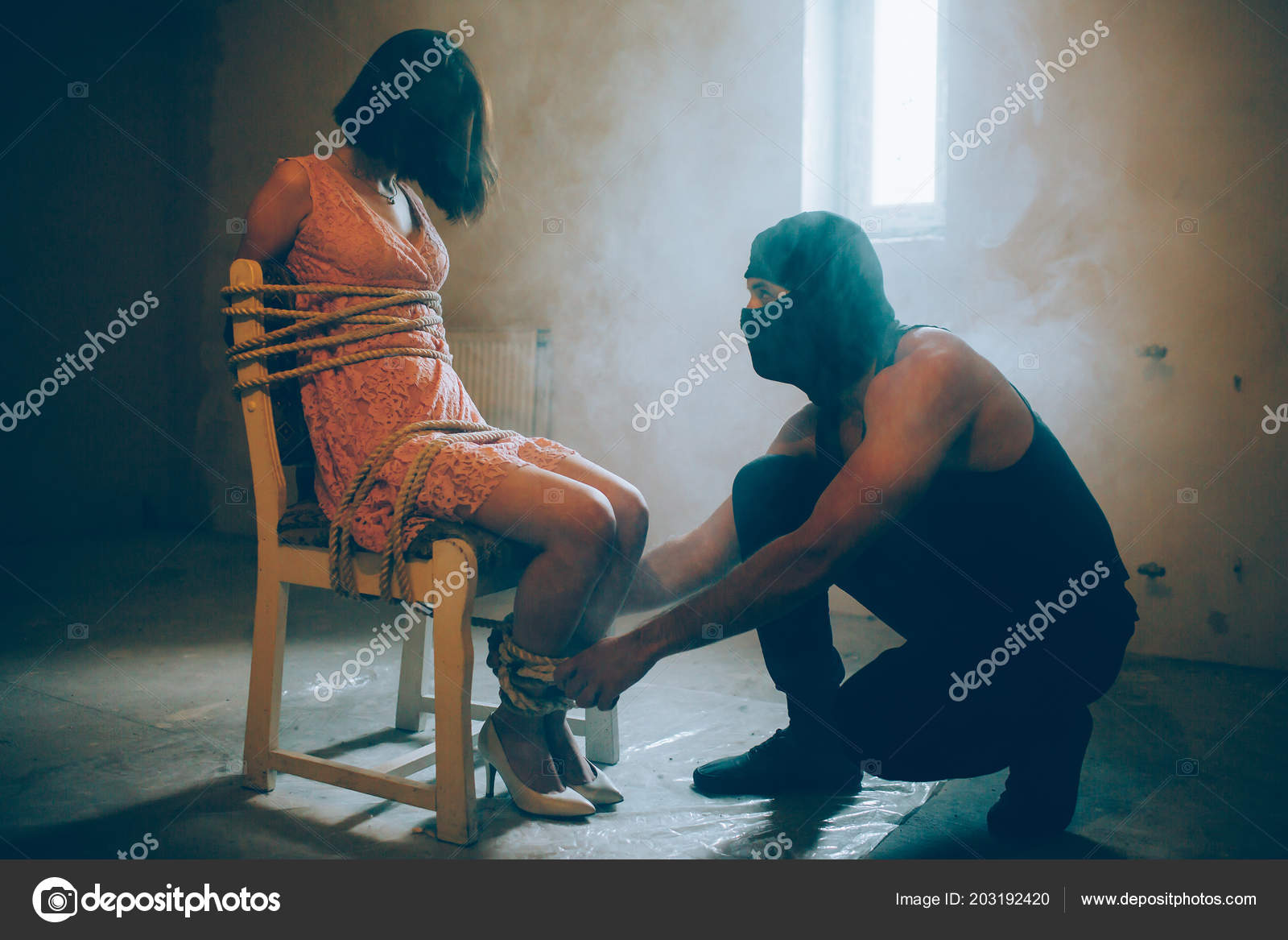 Девушки с завязанными руками и ногами фото #2