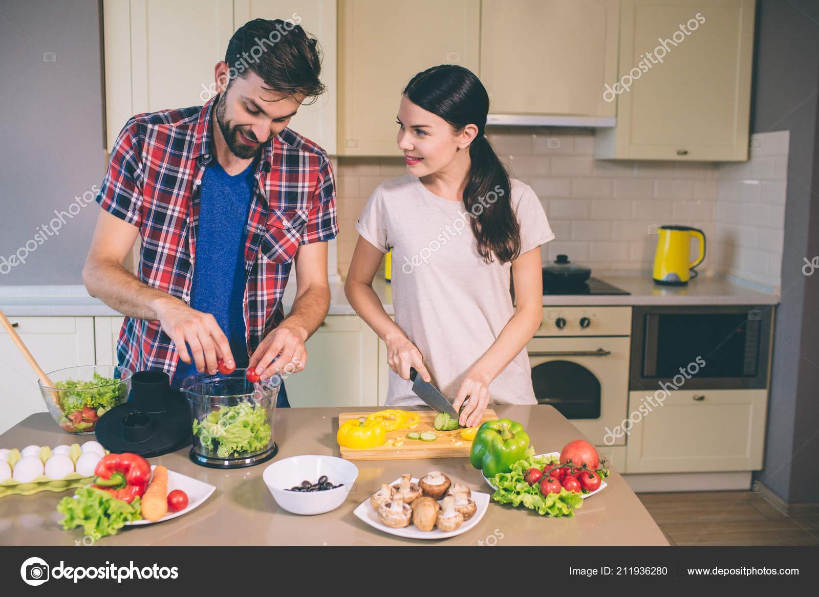 Трахнул сестру в кухне ей понравилось, Трахнул сестру на кухне -видео. Смотреть трахнул 19 фотография