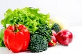 skupinu čerstvé zeleniny na bílém pozadí