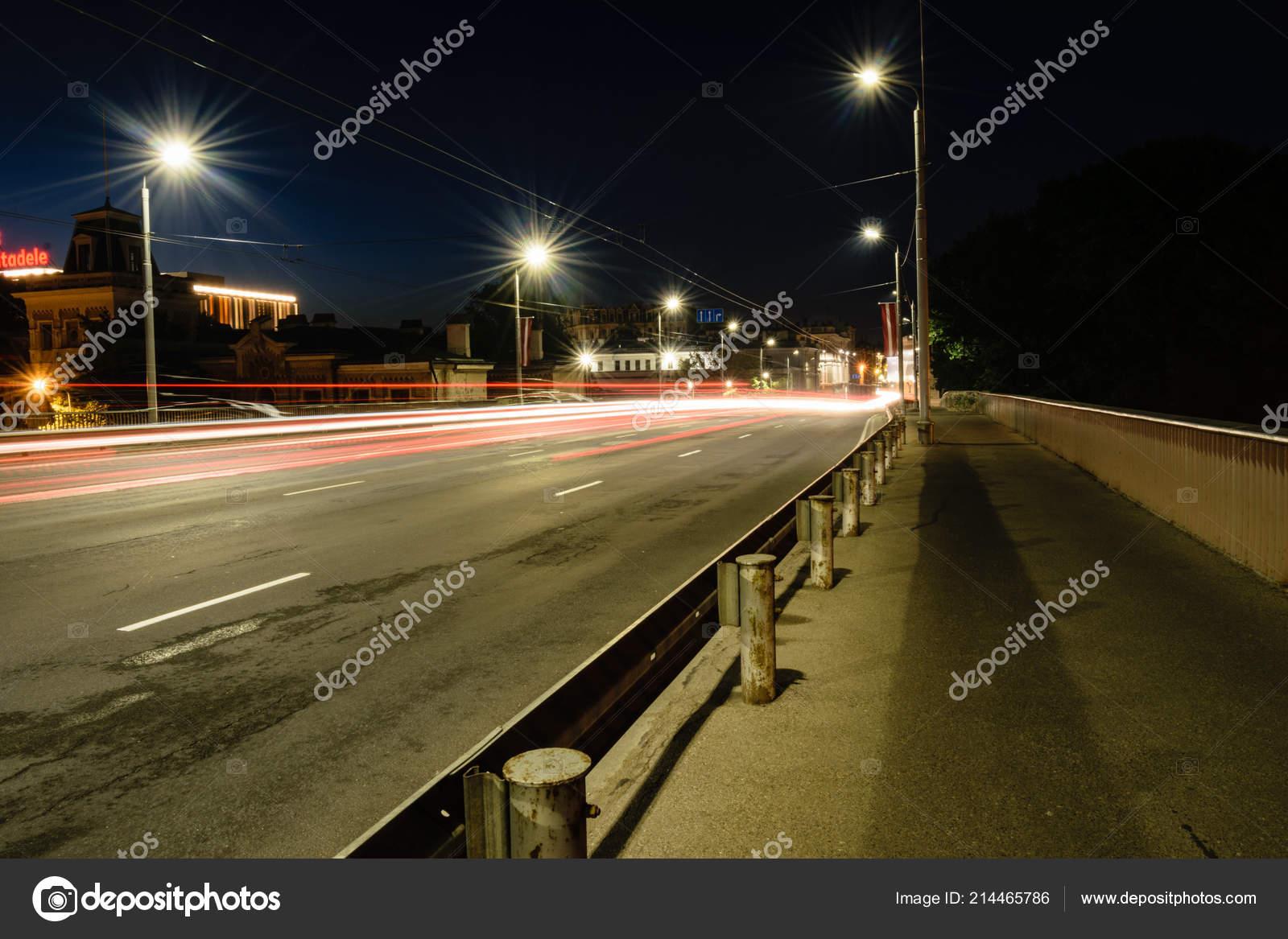 Riga Letonya Gece Trafik Işıkları Arabalar Gece Işık Ile Boyama