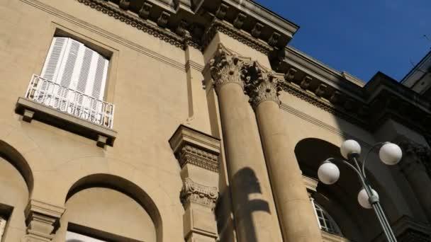 Budova muzea Nikoly Tesly v Bělehradě. Tesla byl vědec v elektrice.