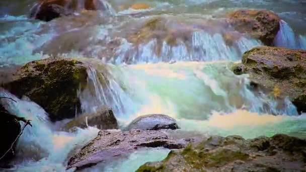 zavřít záběry vodopádů