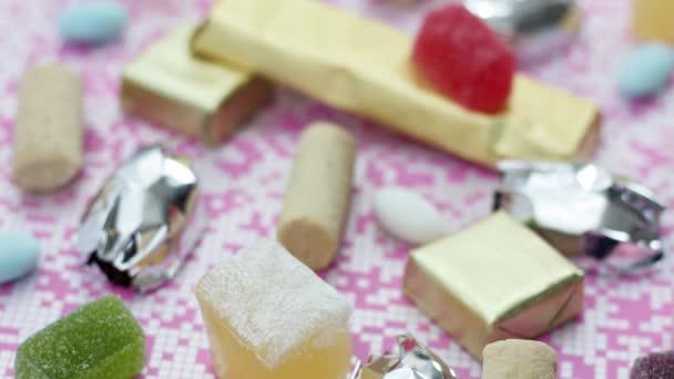 Nahaufnahme von leckeren Süßigkeiten und Bonbons