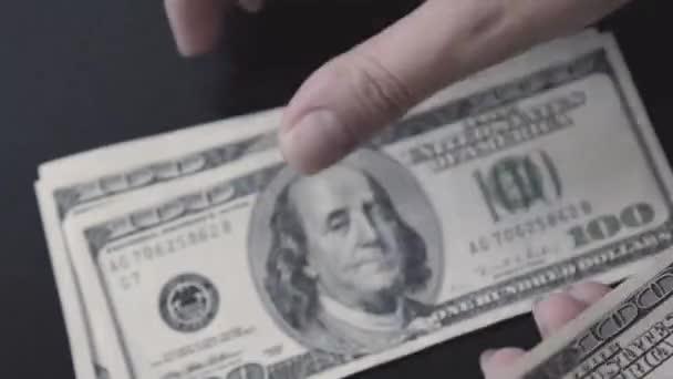 Americký dolar. Peníze. Bill 100, sto. Počítání peněz.