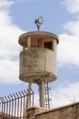 Vyztužený beton strážní věže v bývalých vojenských kasárnách