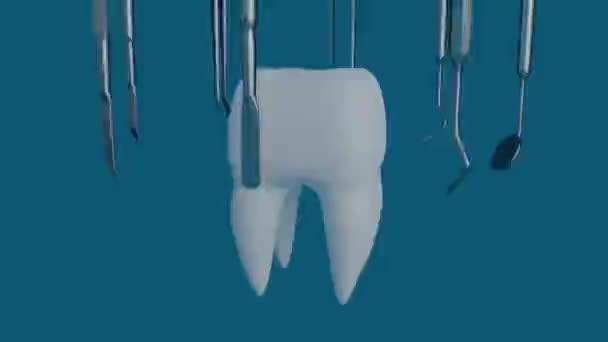 Zahn auf blauem Hintergrund mit einem Zahnarztwerkzeug.