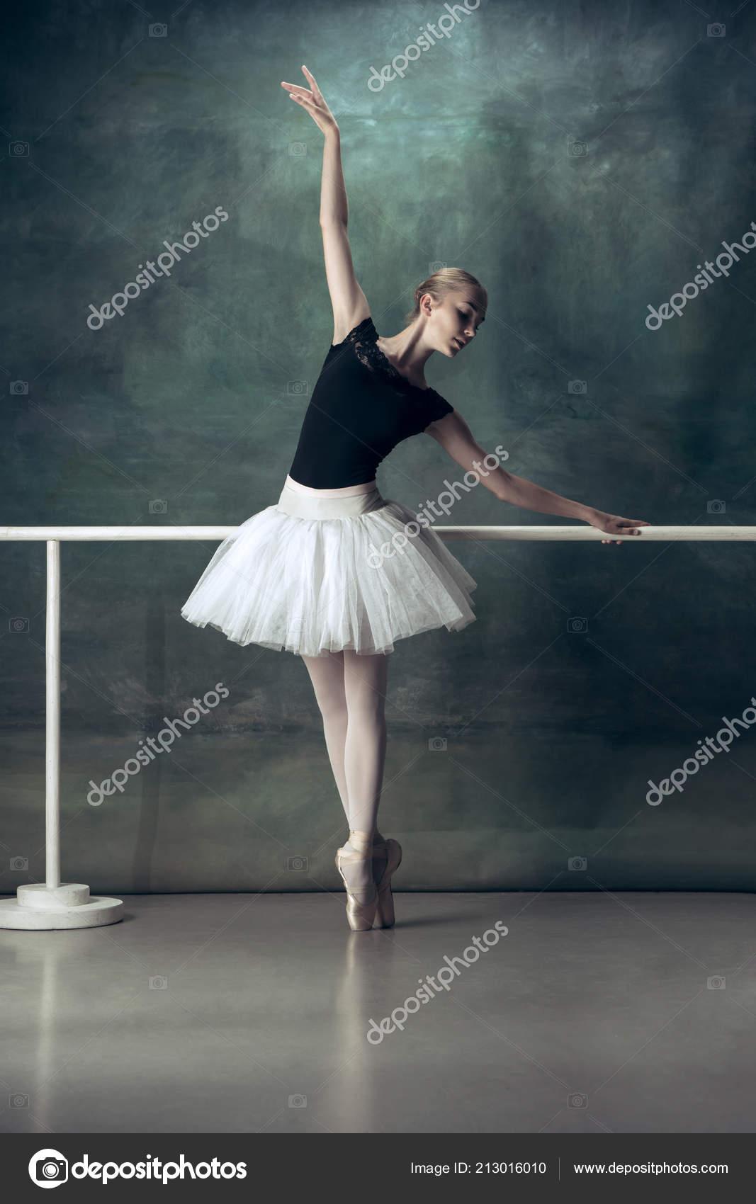 Photos Ballet Poses For The Classic Ballerina Posing At Ballet Barre Stock Photo C Vova130555 Gmail Com 213016010