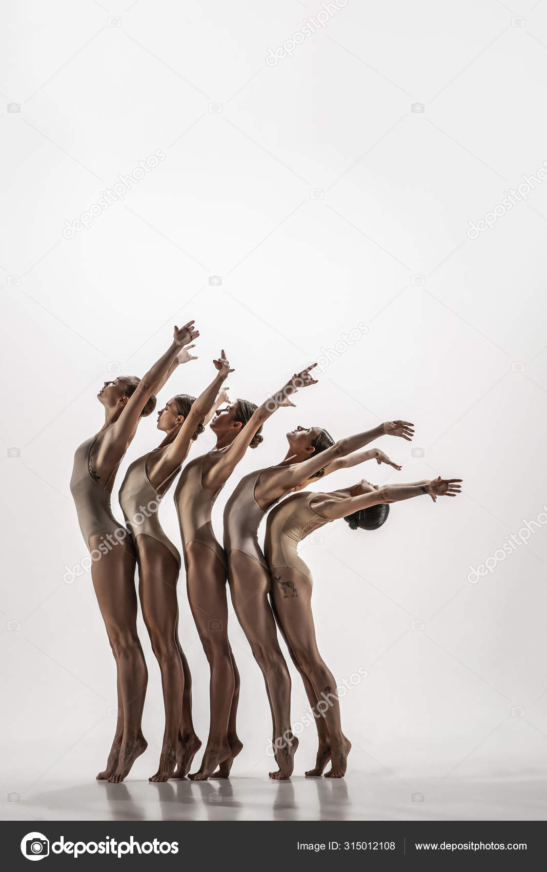 The group of modern ballet dancers. Contemporary art ballet. Young flexible  athletic men and women. — Stock Photo © vova130555@gmail.com #315012108