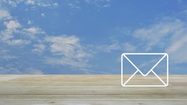 E-Mail flache Ikone auf Holztisch über blauem Himmel mit weißen Wolken, Business kontaktieren Sie uns Online-Konzept