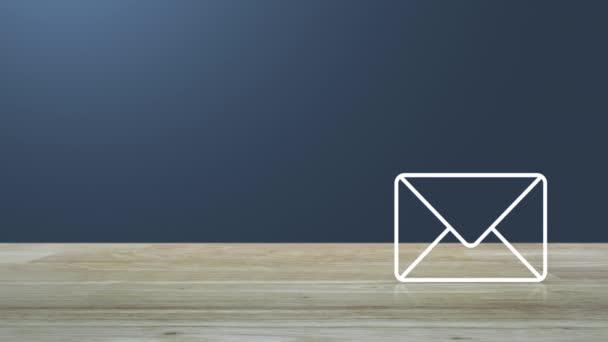 E-Mail flaches Symbol auf Holztisch über hellem Farbverlauf blauen Hintergrund, Business kontaktieren Sie uns Online-Konzept