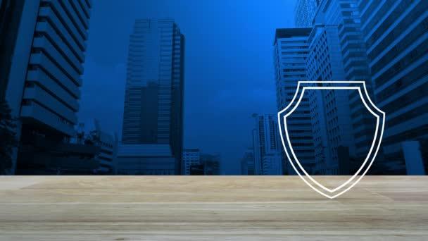 Biztonsági pajzs, lapos pipára a fából készült asztal felett modern város irodatorony és felhőkarcoló, internet technológia cyber security és anti vírus fogalma