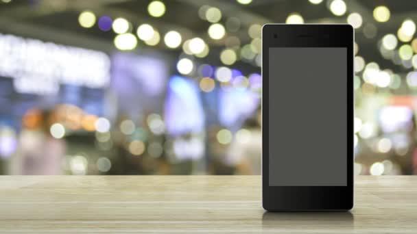 E-Mail-Flache-Symbol auf modernen Smart-Handy-Bildschirm auf Holztisch über Unschärfe Licht und Schatten des Einkaufszentrums, Business-Kommunikation Online-Konzept